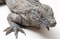 Sculpture d'animaux avec une technique de bandes roulées de papier journal humide