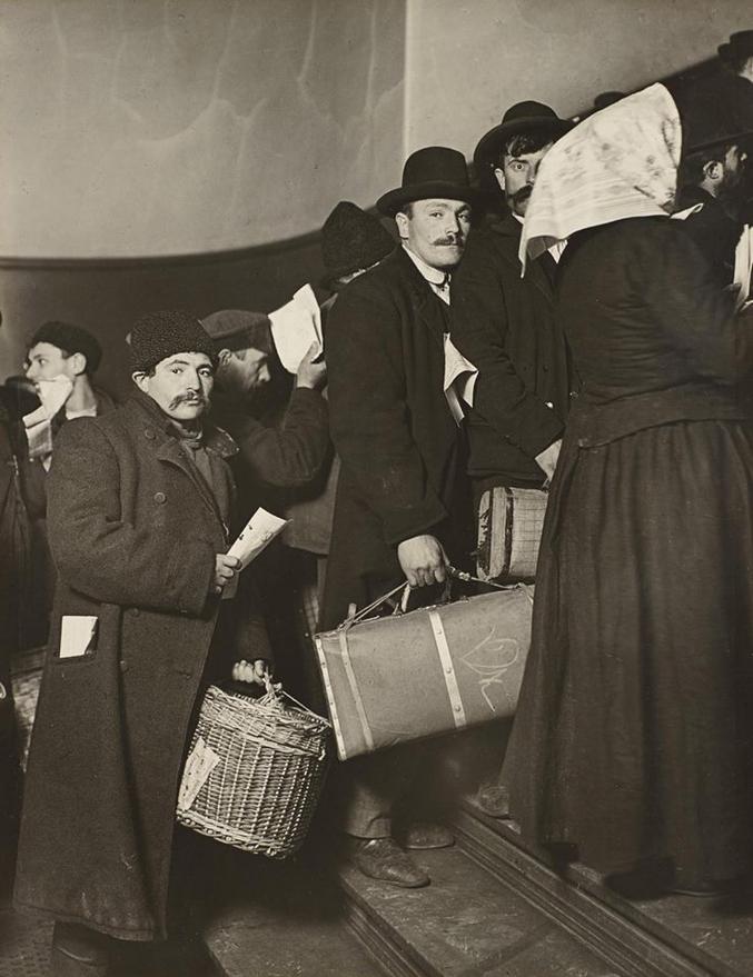 La vague des Irlandais et des Anglo-saxons est passée, voici venu le temps des Slaves (Juifs russes principalement) et des Méditerranéens (Italiens principalement)...