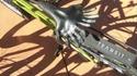 Une selle de vélo qui remplit les mains d'un honnête homme