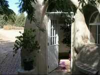 Maison en sacs de terre