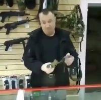 Un Russe et une grenade