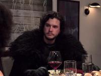 Jon Snow met l'ambiance à table