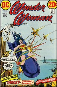 Wonder woman chevauchant un symbole phallique