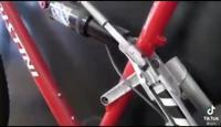 Vélo à deux roues motrices