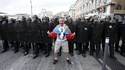 Jeune intellectuel russe visitant le Vieux Port à Marseille