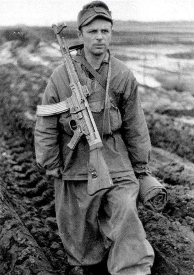 ...avec sa munition spécifique. Toutes les armes des infanteries actuelles en dérivent.