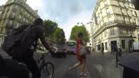 Les cyclistes au feu