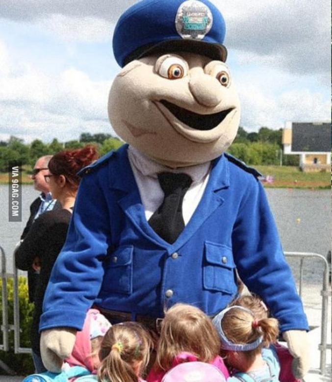 Je ne connais pas cette mascotte, mais les enfants ont l'air de l'apprécier... Ou le contraire