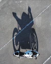 L'ombre de ta moto devrait t'inciter à la prudence !