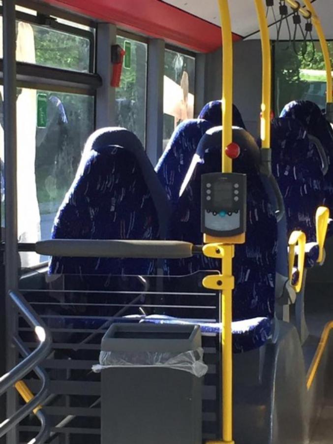 Et elles prennent toutes les places dans le bus !
