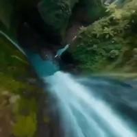 Petite vidéo de drone dans des gorges
