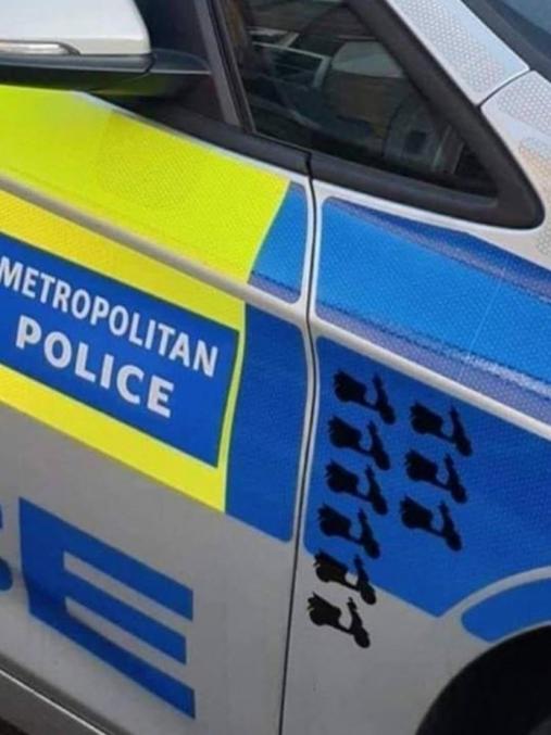Depuis quelques années la police anglaise à le droit de bousculer les scooters qui ne veulent pas s'arrêter.