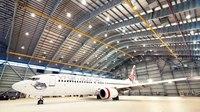 Repeindre un Boeing 737 (11 jours, 18 peintres, 260 litres de peinture)