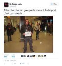Attente d'un métalleux à l'aéroport