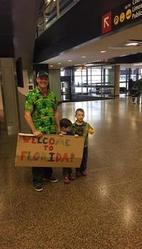 1 avril : famille à l'aéroport Seattle-Tacoma