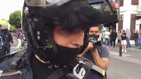 Les violences policières mettent le feu au...
