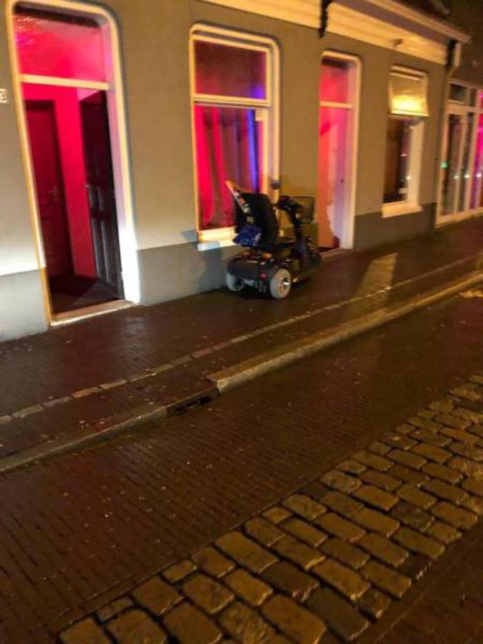 Y sont quand même vachement en avance les bataves sur les accès handicapé.