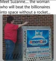 Rencontrez Suzanne, la femme qui va surclasser tous ces millionnaires dans l'espace, sans même une fusée