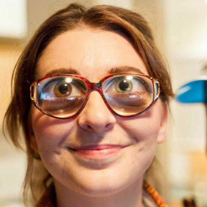 - tu veux dire de beaux yeux ? - euh, oui, oui...  comme quoi si Alita (Gally) avait eu des lunettes, ils auraient pu vachement économiser en effets spéciaux !