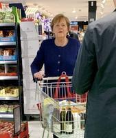 Angela fait ses courses
