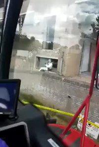 Quand tu utilises ton aspirateur au travail