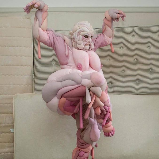 Une combi de notre chaire Daisy May Collingridge. Ça change du pantalon de yoga...