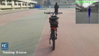 Kan t'as un vélo, mais que tu préfères marcher à côté.