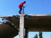 Grosse boulette en voulant détruire le toit d'un bâtiment
