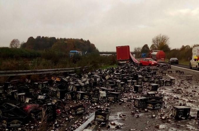 Un camion, une autoroute allemande, une voiture, un drame. C'était de la Krombacher.