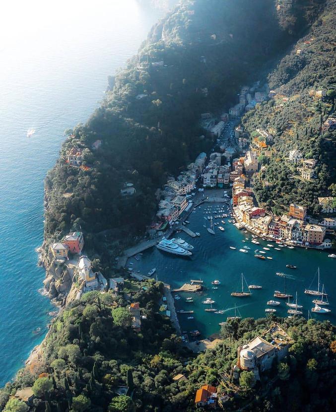 Dans le Nord de l'Italie, du côté de Gênes.