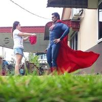 """Tiens Superman, voici ton slip !"