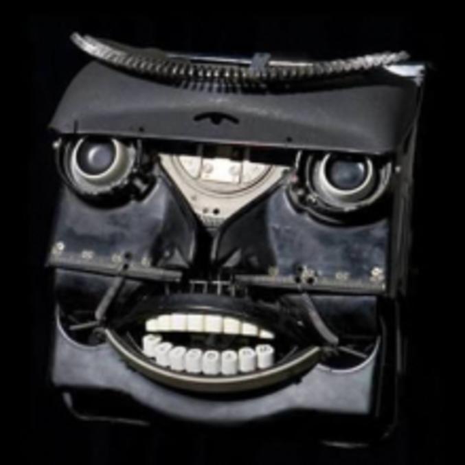 Une machine à écrire personnifiée