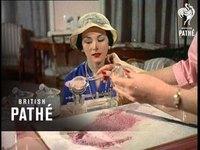 Création d'un fond de teint (1958)