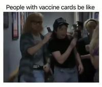 Les gens le passeport vaccinal ou le certificat vert