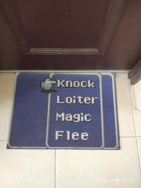 Je lance : frapper à la porte