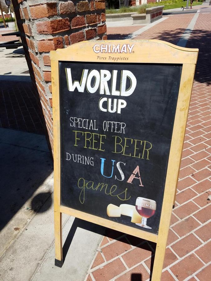 Pendant le Mondial, bière gratuite à l'occasion de tous les matchs de foot des USA.