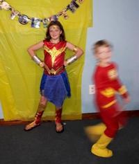 Photo de la petite en Wonder Woman