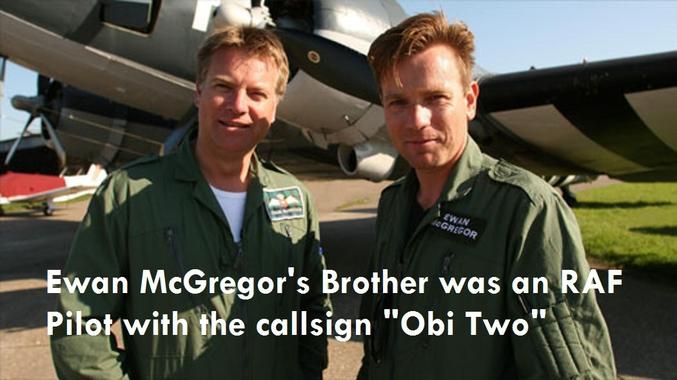 Le frère d'Ewan McGregor est pilote dans la Royal Air Force. Son pseudonyme de pilote est logiquement Obi-Two...