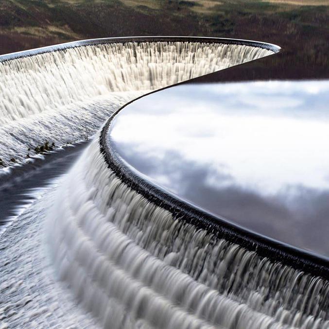 Au Torside Reservoir, Royaume-Uni.