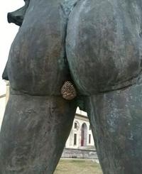Avoir le cul qui colle