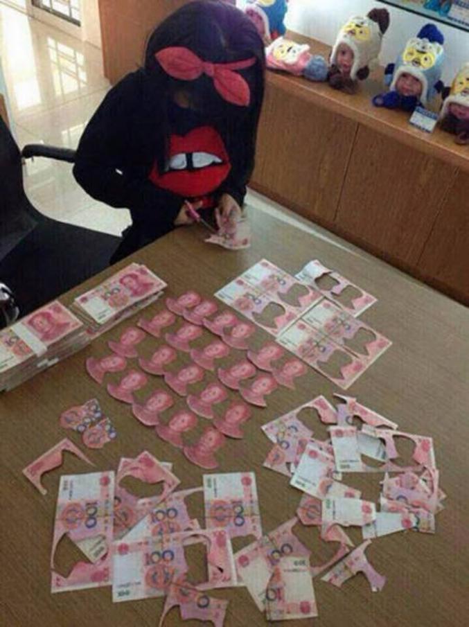 ... Bah ! c'est pas grave, c'est des Yuans et il en reste encore beaucoup à première vue... PS : pour info : 100 Yuans = 13,5 €