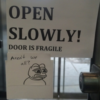 La porte est fragile