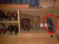 La place de Monsieur dans le casier à chaussures du ménage