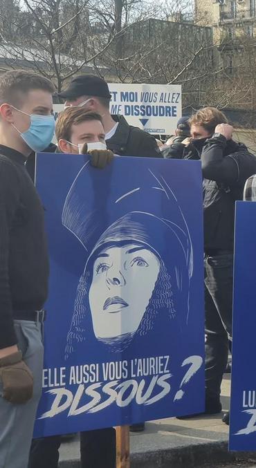 Les jeunes d'aujourd'hui qui s'en foutent de l'orthographe, ne respectent pas la langue ni la culture française, moi ça me mets en rogne.