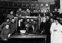 Pavlov (le monsieur à barbe blanche) en 1910...