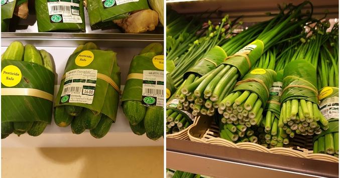 Des supermarchés asiatiques commencent à utiliser les feuilles de bananier comme emballage alternatif au plastique.  La question qu'on peut se poser, c'est : auront-ils assez de feuilles et cela ne risque-t-il pas d'avoir un effet sur la production de bananes ?  * rien à voir avec la canicule