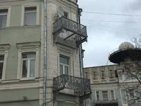 Chérie, j'ai dit à ta mère d'aller sur le balcon pour fumer