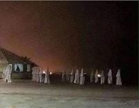 Kan tu confonds une réunion du KKK...