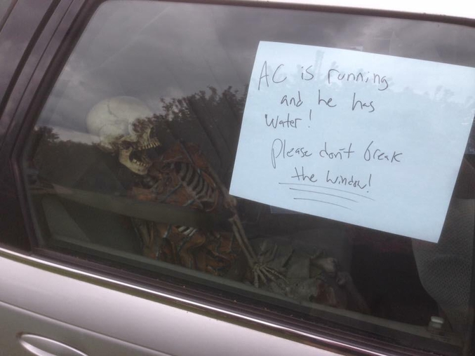 Merci de ne pas briser la vitre.