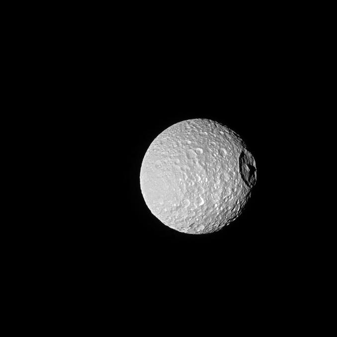 Mimas, un des 62 satellites de Saturne. Photo réalisée par la sonde Cassini en octobre 2016.